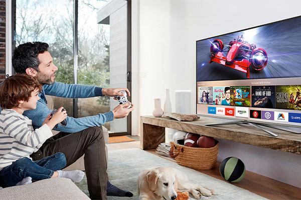 با Smart Tvها دنیایی از گزینههای جدید سرگرمی به روی شما باز میشود.