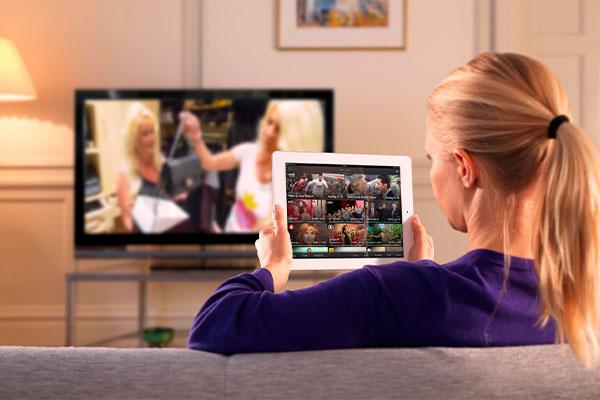 برای آشنایی با قابلیتهای تلویزیون هوشمند باید وارد تک تک منوها شده و با خواندن دفترچه راهنما از آنها مطلع شوید.