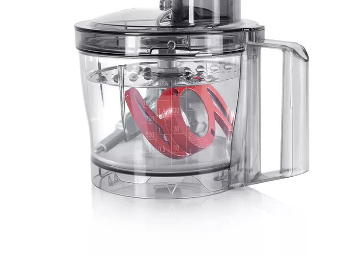 تیغه این دستگاه از جنس استیل ضد زنگ بوده تا برای خرد کردن مواد غذایی مختلف زنگ نزند.