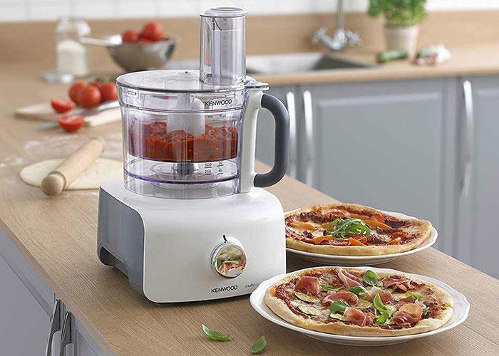 این غذاساز دارای ظرف خردکن با گنجایش 3 لیتر و ظرف مخلوطکن با ظرفیت 1.5 لیتر است.