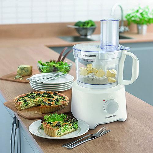 غذاساز دستیار آشپزخانه شماست و پخت انواع غذا را تبدیل به یک تفریح میکند. بدنهی این دستگاه از پلاستیک فشرده و بادوام و همچنین به رنگ سفید ساخته شده است.