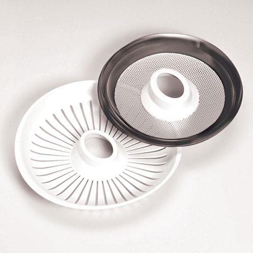 همراه این محصول دو عدد صافی عرضه شده است. یک صافی پلاستیکی برای آبگیری به همراه پالپ و یک صافی استیل برای آبمیوه شفاف و بدن پالپ