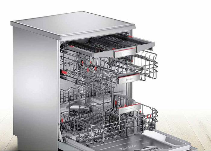 ظرفشویی بوش 3 سبد دارد که در صورت نیاز امکان تنظیم ارتفاع سبدها نیز وجود دارد. همچنین طبقه مجزا برای کارد و چنگال در این دستگاه تعبیه شده است.