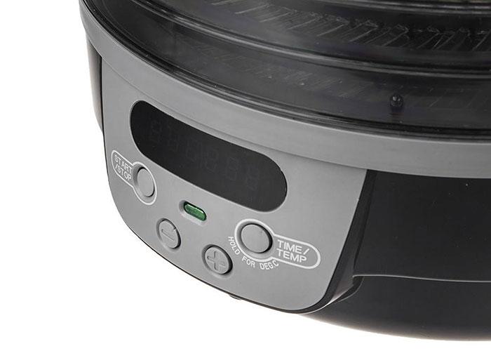 با استفاده از دکمههای تعبیه شده در قسمت پایین دستگاه به راحتی میتوانید دما و تایمر را برای این محصول تنظیم کنید و همچنین یک نمایشگر دیجیتال برای نشان دادن دما و تایمر برای دستگاه در نظرگرفته شده.