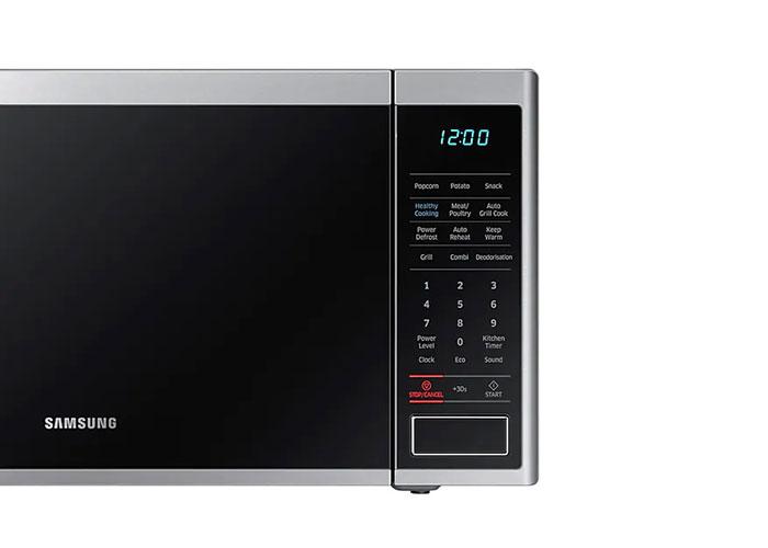 با کلیدهای تعبیه شده روی این مایکروویو برنامههای پخت مختلف را میتوان اجرا کرد که شامل مرغ و گوشت، گریل برای انواع مواد، حسگر جهت گرم کردن دوباره، سبزیجات، میان وعده، یخ زدایی و... میباشد.