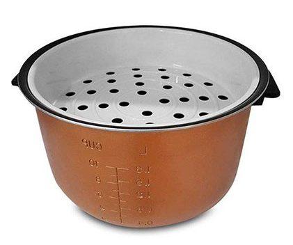 علاوه بر پخت برنج این وسیله میتواند از پسبخارپز کردن مواد غذایی بربیاید، حتی یک سبد به این منظور در جعبه قرار گرفته است.