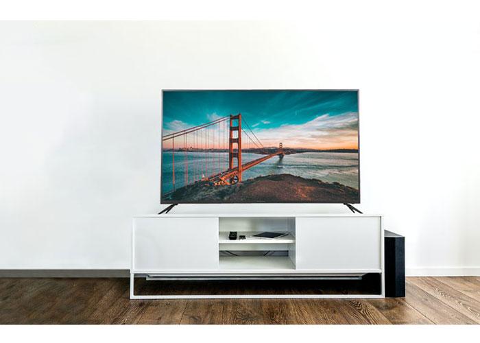 کیفیت تصویر در این تلویزیون متناسب با فناوری روز بوده و از کیفیت Full HDبرخوردار است. با رزولوشن 1080 × 1920 پیکسل در این محصول، تصویر بسیار شفاف بوده و به شما یک نمای حرفهای از بازی فوتبال ارائه خواهد داد.