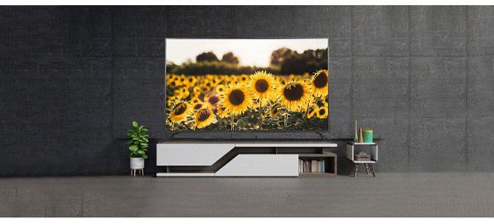 کیفیت تصویر در این تلویزیون متناسب با فناوری روز بوده و از کیفیت Ultra HD-4K برخوردار است. با رزولوشن 2160×3840 پیکسل در این محصول، تصویر بسیار شفاف بوده و به شما یک نمای حرفهای از بازی فوتبال ارائه خواهد داد.