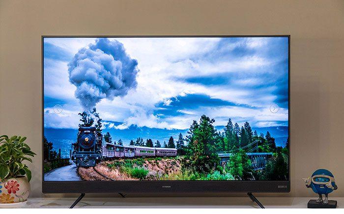 کیفیت تصویر در این تلویزیون متناسب با فناوری روز بوده و از کیفیت Full HDبرخوردار است. با رزولوشن 1080×1920 پیکسل در این محصول، تصویر بسیار شفاف بوده و به شما یک نمای حرفهای از بازی فوتبال ارائه خواهد داد. و از قدرت نمایش رنگ در 16.7 میلیون برخوردار است.