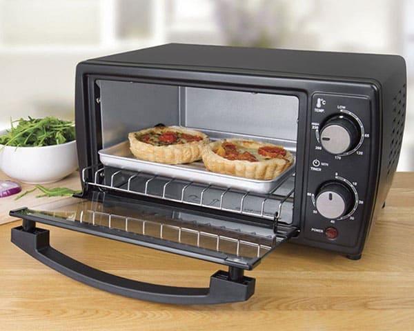 آون توسترها ابعادی بزرگ تر از توسترهای معمولی داشته و دارای قیمتی بالاتر میباشند. این مدلها علاوه بر گرم کردن و تست کردن نان کاربردهای متنوع دیگری نیز دارند.