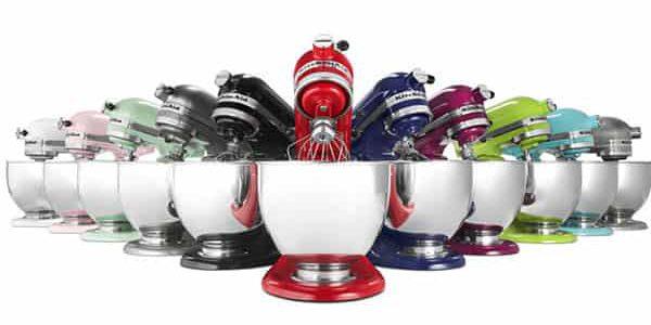 همزن یکی از لوازم کاربردی آشپزخانه میباشد که برای همزدن و یکنواخت کردن مواد مخلوط شده مورد استفاده قرار میگیرد.