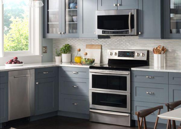مایکروویوهای بالای گاز معمولا با فاصلهای در بالای اجاق گاز نصب شده و برای خانههای کوچک و آشپزخانهی جمع و جور بسیار مناسب است.