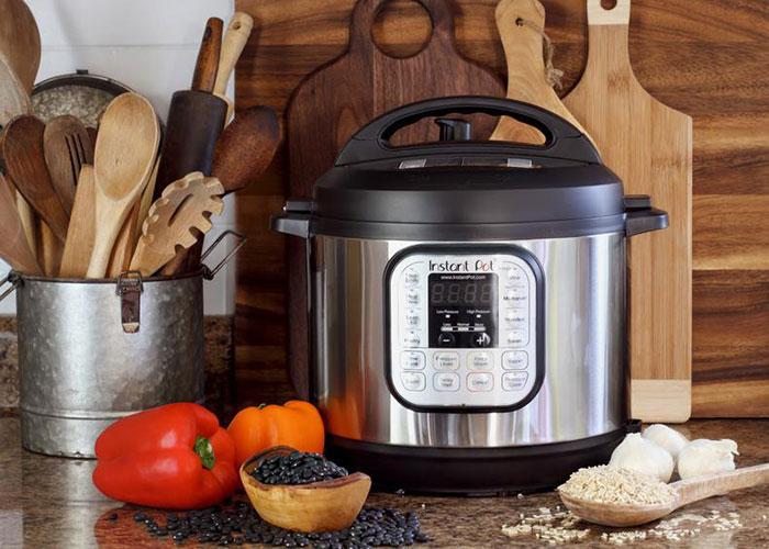 با وجود یک مولتی کوکر پیشرفته در آشپزخانه دیگر نیازی به قابلمههای متعدد و جاگیر نیست. با خرید این محصولات کاربردی میتوانید غذایی سالمتر و مغذیتر پخت کنید.