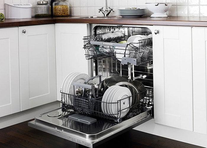 شستن ظروف کثیف جمع شده با دست میتواند تا چندین ساعت از شما وقت و انرژی بگیرد، درحالی که چیدن و خالی کردن ظروف در ماشین ظرفشویی تنها چند دقیقه وقت لازم دارد.