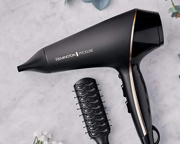 در روزهای سرد زمستانی بعد از استحمام، خشک کردن موها برای جلوگیری از سرما خوردگی کاری ضروریست.